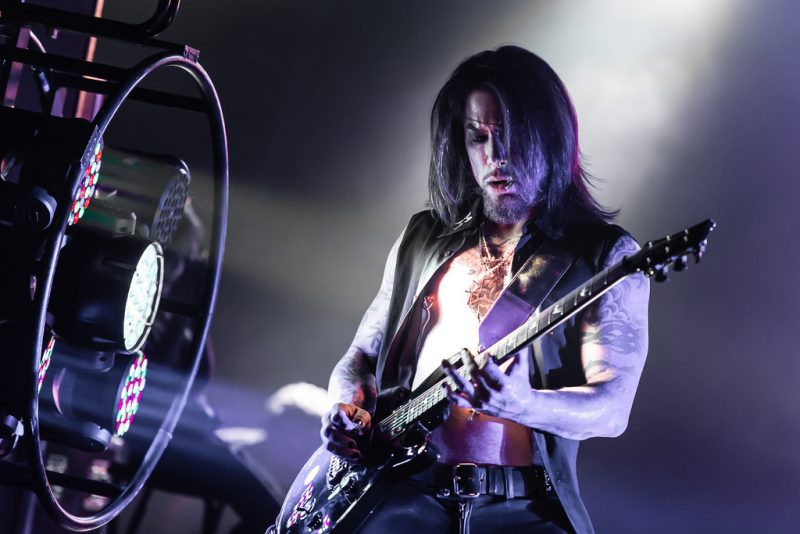 Dave Navarro Puts Mental Health & Suicide in the Spotlight with Benefit Concert