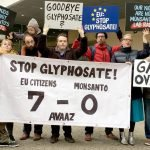 picture of EU citizens celebrating a legislation defeat of glyphosate