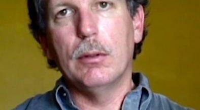 En 1996, un informe explosivo del periodista Gary Webb afirmó que la Agencia Central de Inteligencia (CIA) apoyó el tráfico de cocaína a los Estados Unidos por parte de organizaciones nicaragüenses Contra Rebeldes.