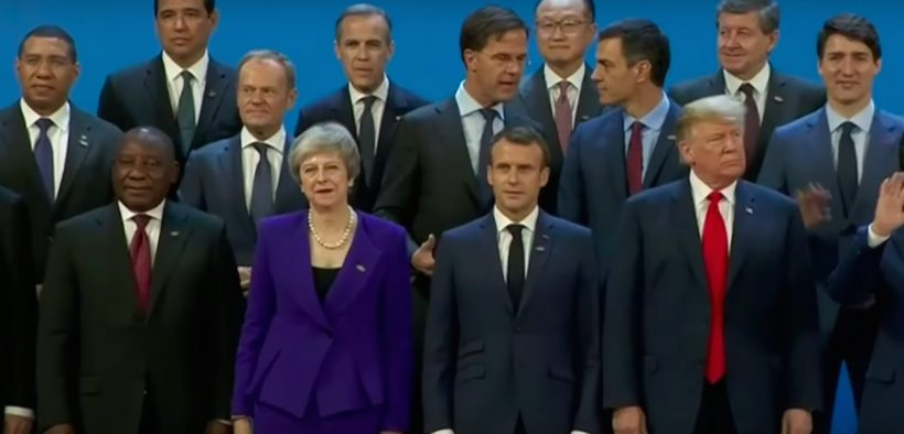 Heads of state pose for a photo at the G20 summit