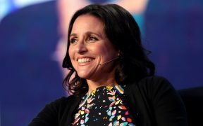 Julia Louis-Dreyfus hablando con los asistentes a la conferencia 2017 WorkHuman en el JW Marriott Phoenix Desert Ridge Resort & Spa en Phoenix, Arizona.