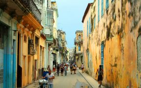 Streets with people in Havana, Cuba. Photo by ansalmo_juvaga.