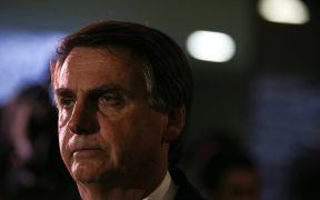 """- Deputy Jair Bolsonaro speaks to the press about being a defendant in the STF, for his statement that """"I would not rape Maria do Rosário because she does not deserve it"""" (Fábio Rodrigues Pozzebom / Agência Brasil)"""