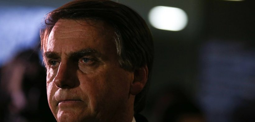 "- Deputy Jair Bolsonaro speaks to the press about being a defendant in the STF, for his statement that ""I would not rape Maria do Rosário because she does not deserve it"" (Fábio Rodrigues Pozzebom / Agência Brasil)"
