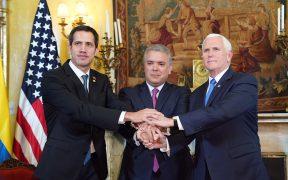 Vice-president Mike Pence, Juan Guaido van Venezuela en president Iván Duque Márquez van Colombia, maandag februari 25, 2019 (officiële foto van het Witte Huis door D. Myles Cullen)