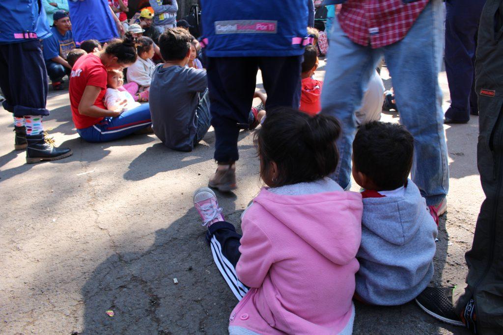 Многие мигранты, просящие убежища в 2019, отправились на границу с детьми. Фото Дженны Маллиган