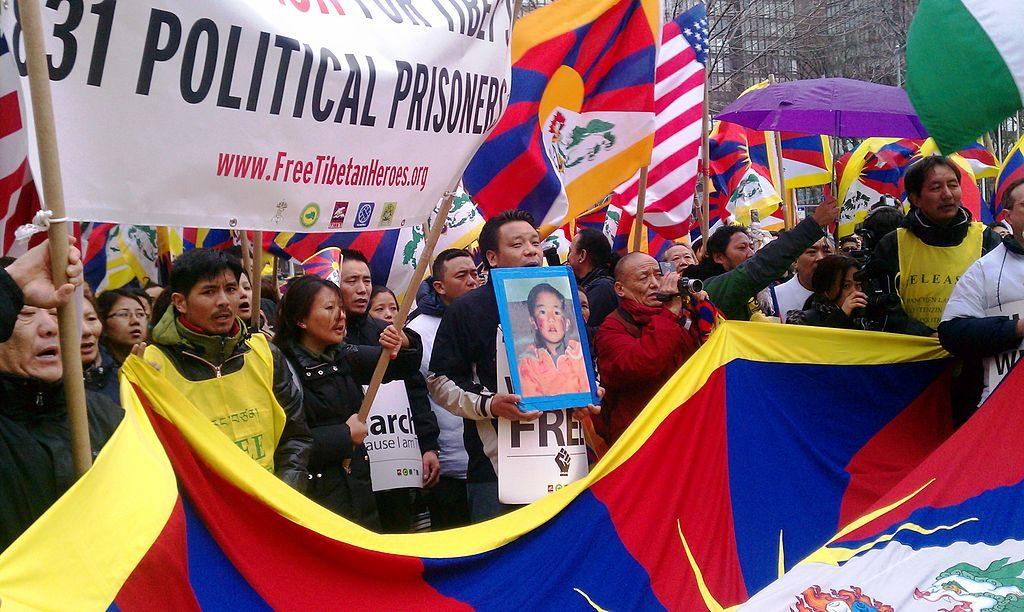 2011将于3月在联合国举行自由西藏抗议活动。 西藏班禅喇嘛Gedhun Choekyi Nyima出生于1989-4-24,是世界上最年轻的政治犯。 (照片:自由西藏的学生)