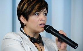 मैक्सिकन पत्रकार एनाबेल हेरांडेज़ ने डीडब्ल्यू की फ्रीडम ऑफ स्पीच अवार्ड जीता। (फोटो: हेनरिक-बोएल-स्टिफ्टंग)