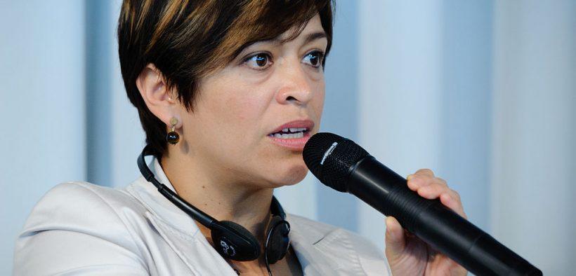Мексиканская журналистка Анабель Херандес получает награду DW за свободу слова. (Фото: Генрих-Белль-Стифтунг)