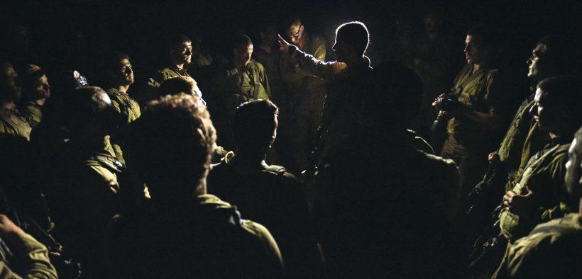 IDF-Truppen bereiten sich vor, bevor sie in 2014 Gaza betreten. (Foto: IDF)