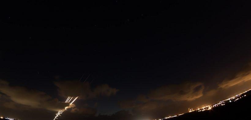 Foguetes no horizonte de Israel. (Foto: Exército Israelense)