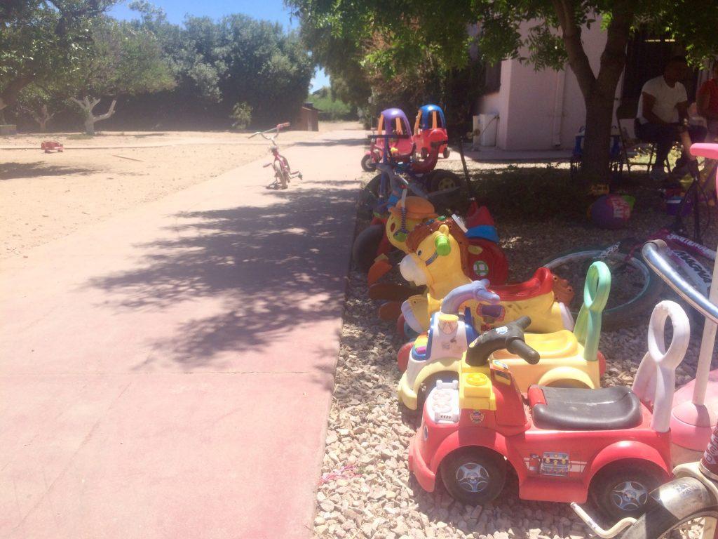 Brinquedos de abrigo de fronteira criança