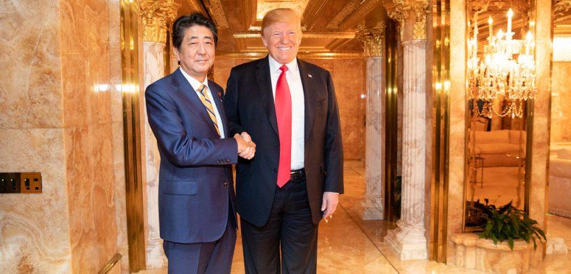 日本总统唐纳德·J·特朗普和日本首相安倍晋三在周日晚上,23,2018,在纽约市特朗普大厦总统私人住宅的双边宴会上握手。 (官方白宫照片由Shealah Craighead拍摄)eagle1effi,Dr,Dreamer和19更多人发现这个7,871视图21收视0评论9月拍摄23,2018公共领域标签