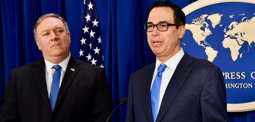 Staatssekretär Mike Pompeo und Finanzminister Steve Mnuchin informieren am 5, 2018. November im Foreign Press Center in Washington, DC, über die Iran-Politik und -Sanktionen. [Foto des Außenministeriums / gemeinfrei]