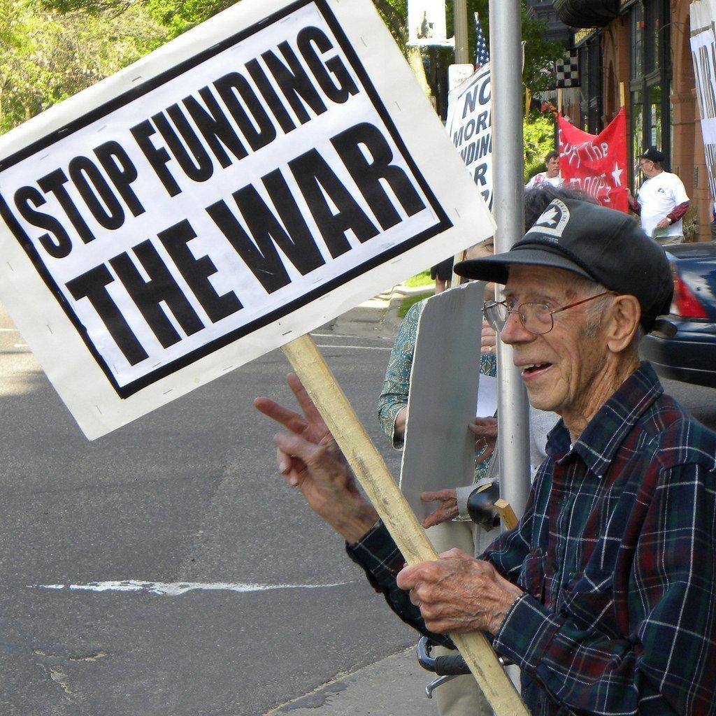 Manifestation contre le financement de la guerre au bureau du représentant McCollum St. Paul, au Minnesota May 18, 2010