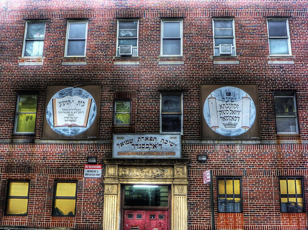 Yeshiva in Brooklyn, NY. Photo: [mementosis} via Flickr.