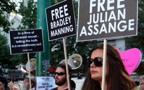 रैली जूलियन असांजे को मुक्त करें और विकीलीक्स का समर्थन करें