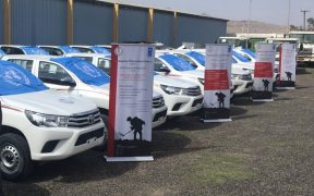 Livraison de véhicules blindés 20 Hilux au Yemeni Executive Action Center (Photo: PNUD)