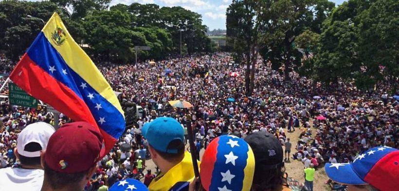 ملايين من الفنزويليين يسيرون في 20 قد 2017 خلال مسيرة نحن ملايين.