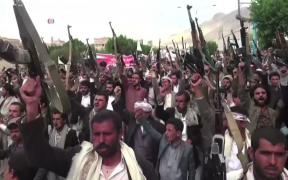 Houthis protesteert tegen luchtaanvallen door de Saoedisch geleide coalitie op Sana'a in september 2015.