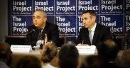 Кабинет Министра Израиля Юваль Штайниц (слева) с Маркусом Шеффом из TIP Израильский брифинг по полдня, май 28, 2013