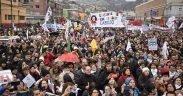 Множество за пределами Чилийского национального конгресса в июне 11. (Фото: Facebook / Коллегия профессионалов Чили)