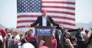 Дональд Трамп выступает на предвыборном мероприятии 2016 в Аризоне перед началом мартовского первичного 22. (Фото: Гейдж Скидмор)