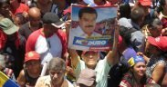 A Maduro supporter holds up a sign at a pro-Maduro rally in Caracas, Venezuela. (Photo: Orleny Ortiz)