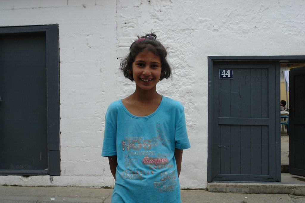 罗马女孩在普里兹伦,科索沃。 (照片:Charles Fred)