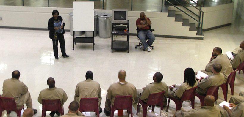 Enseigner une classe dans une prison fédérale américaine Date