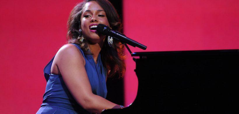 Alicia Keys na Reunião de Acionistas do 2011 Walmart. (foto de Spencer Tirey, Tirey Photography)