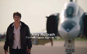 Amy McGrath para o vídeo da campanha do Congresso. (Foto: YouTube)