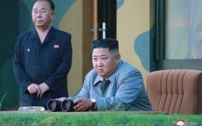 كيم جونج أون من كوريا الشمالية يطل على تجربة صاروخية في أواخر يوليو. (الصورة: KCNA)
