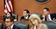 Les présidents des comités de la Chambre, le représentant Poncho Nevárez, de D-Eagle Pass, et le représentant Rafael Anchia, de D-Dalas, écoutent les témoignages lors d'une audience commune tenue le vendredi juillet 12, 2019. Les membres du comité se sont réunis pour entendre les témoignages d'agences sur la crise de la frontière sud. Callie Richmond pour le Texas Tribune