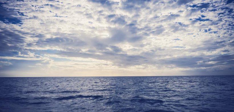 蓝色的海洋。