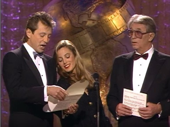 The Mitchums (Robert Mitchum, Christopher Mitchum, and Carrie Mitchum) present the 1989 Golden Globe award for Best Supporting Actress in a Mini Series or TV Motion Picture. (Photo: YouTube)