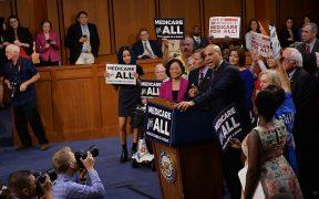 2020-Präsidentschaftskandidat Cory Booker spricht über Medicare for All, September 2017. (Foto: Senatsdemokraten)