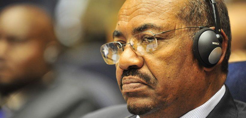 Omar Hassan Ahmad al-Bashir, der Präsident des Sudan, hört einer Rede während der Eröffnung der 20-Sitzung der Neuen Partnerschaft für die Entwicklung Afrikas in Addis Abeba, Äthiopien, zu. Jan. 31, 2009.
