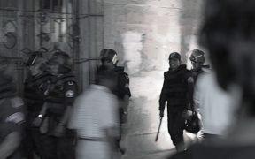 الشرطة في أواكساكا المكسيك ، 2006. (الصورة: درو ليفي)