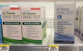 Drogentest zu Hause, Instant-Ergebnisse, Marihuana, Amphetamin, Methamphetamin, Ecstasy, Kokain, Opiate, $ 19 - $ 30 USD, oben, Front Shelf, Walgreens, Anchorage, Alaska, USA. (Foto: Wonderlane)