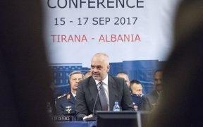 Der albanische Premierminister Edi Rama hält während der Eröffnungssitzung der Sitzung des Militärausschusses der Nordatlantikvertragsorganisation (NATO) in Tirana, Albanien, am 16, 2017, eine Rede.