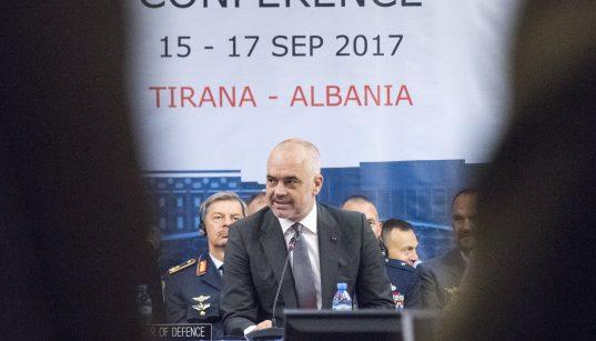 Премьер-министр Албании Эди Рама выступает с речью на открытии сессии Военного комитета глав военного комитета Организации Североатлантического договора (НАТО) в Тиране, Албания, сентябрь 16, 2017.