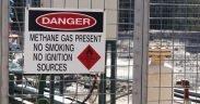 Een tekenwaarschuwing van methaan aanwezig bij een putinstallatie. (Foto: Jeremy Buckingham)