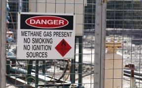 Un panneau avertissant de la présence de méthane dans un puits. (Photo: Jeremy Buckingham)