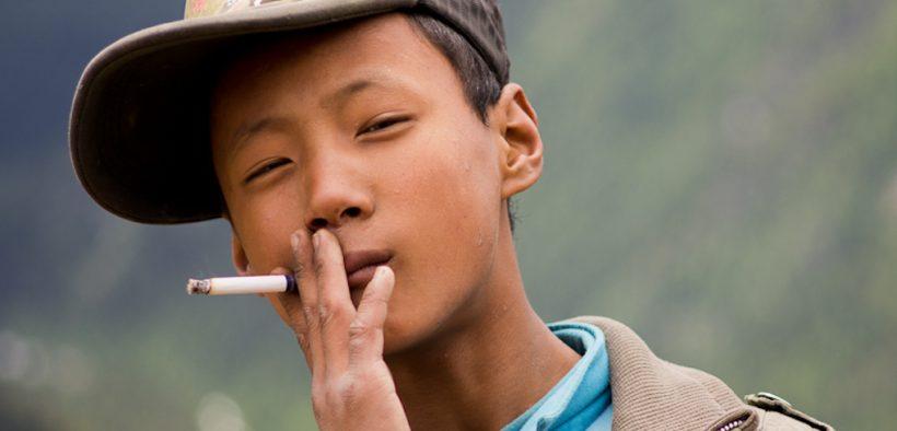 15岁的男孩,在四川亚丁附近。 七月,2011。