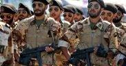 Exército iraniano marchando em desfile, 2016.