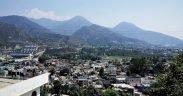 Srinagar ist die größte Stadt und die Sommerhauptstadt des indischen Bundesstaates Jammu und Kashmir