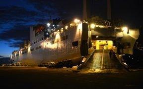 Military Sealift Command的USNS Brittin位于波多黎各庞塞港,11月4,2017。 位于弗吉尼亚州兰利 - 尤斯蒂斯联合基地的597th交通大队的士兵与联邦紧急事务管理局和美国陆军工程兵团合作,在其航行前在南卡罗来纳州查尔斯顿联合基地装载满载人道主义救援设备的船只。到庞塞卸货和分配。 (图片:美国空军,职员中士Teresa J. Cleveland)