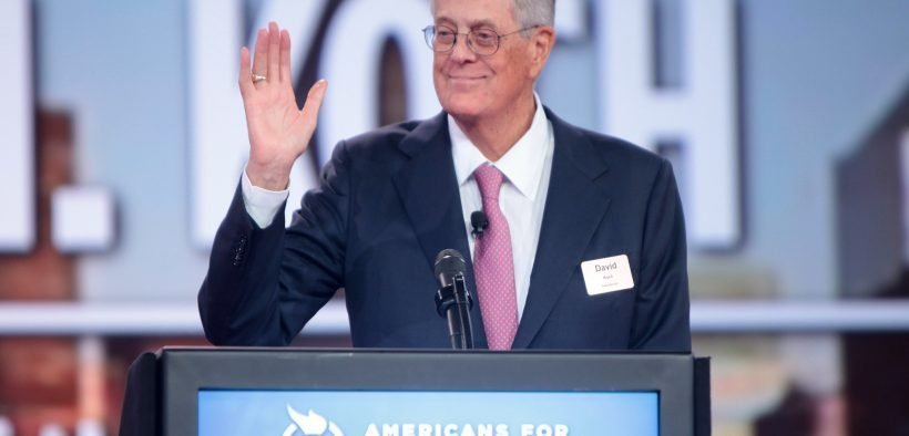 David Koch spricht auf der 2015 Defending the American Dream Summit im Greater Columbus Convention Center in Columbus, Ohio.