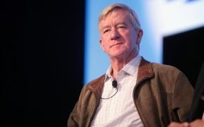 L'ancien gouverneur William Weld du Massachusetts s'exprimant au 2016 FreedomFest au Planet Hollywood à Las Vegas, dans le Nevada.
